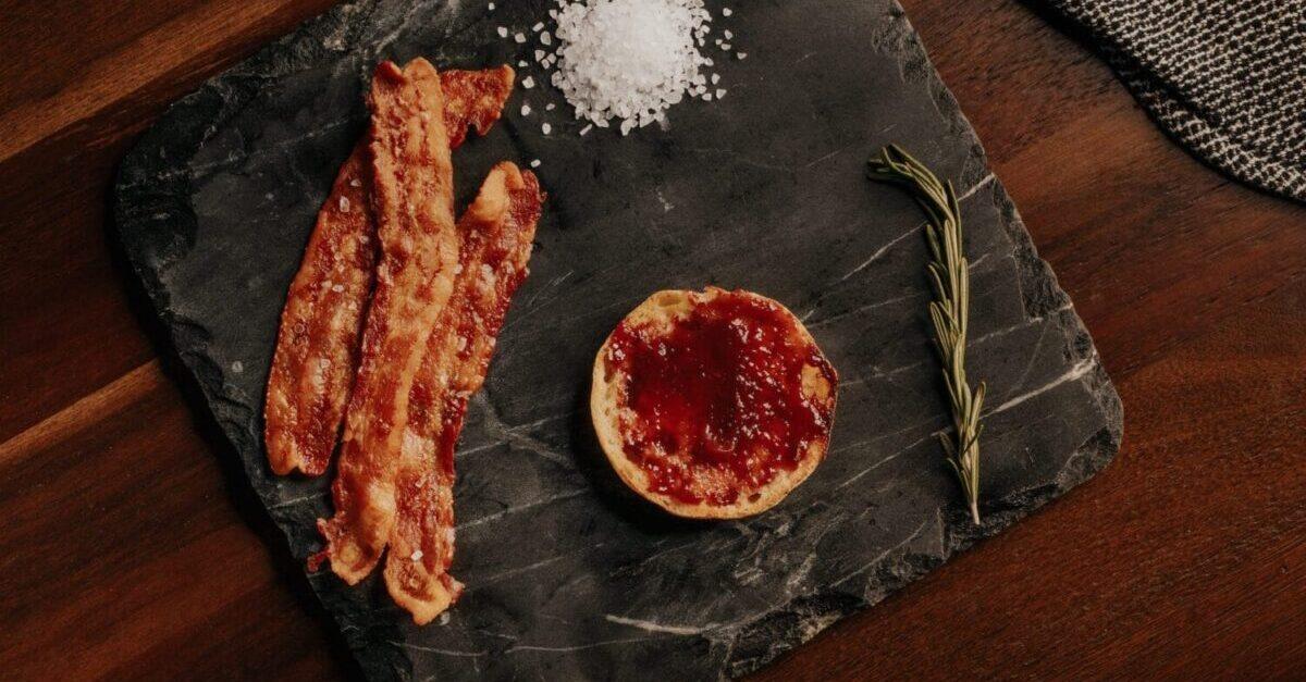 Un increíble bacon crujiente en el microondas
