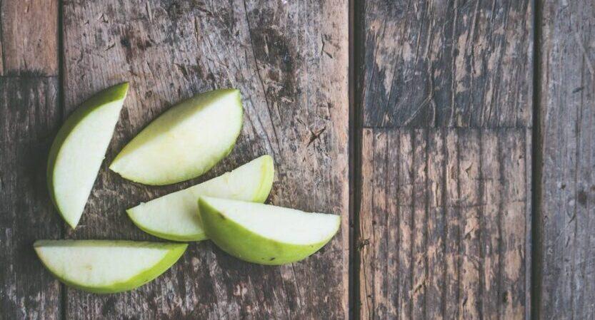 Read more about the article Manzanas «asadas» con canela al microondas [en 4 minutos]
